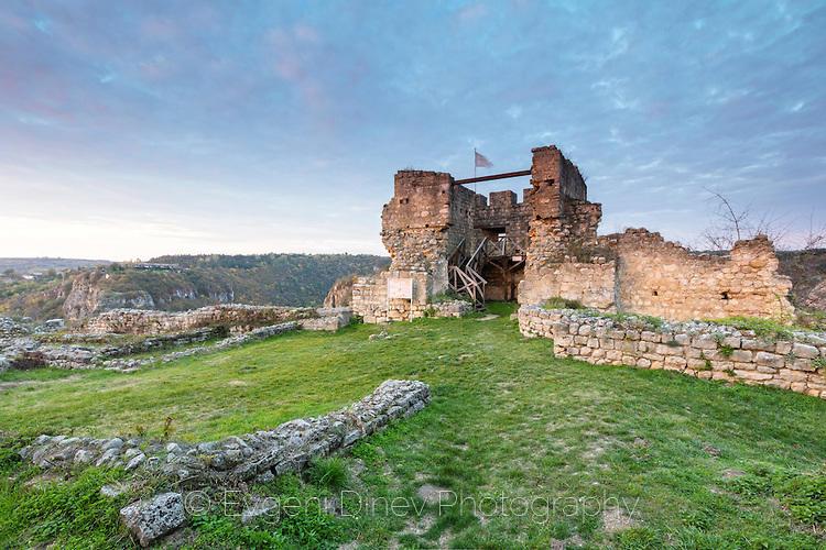 Кула в средновековния град Червен