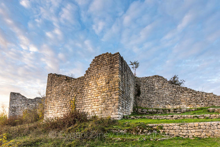 Защитните стени на Червен