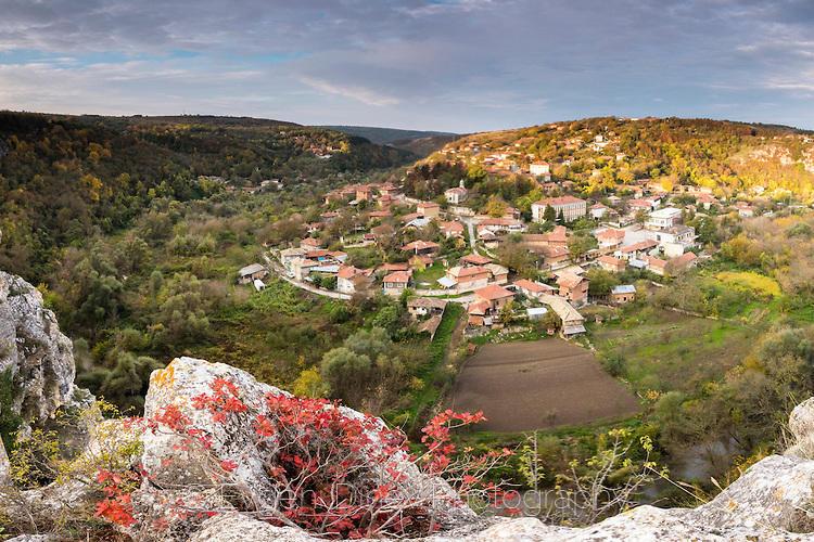 Есенна гледка над село Червен