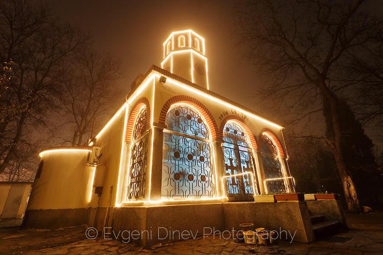 Коледна църква