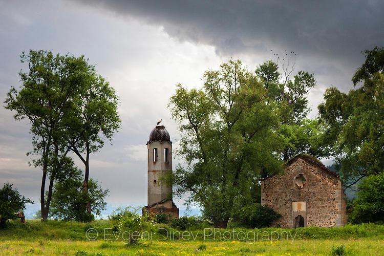 Щъркел върху църковна камбанария