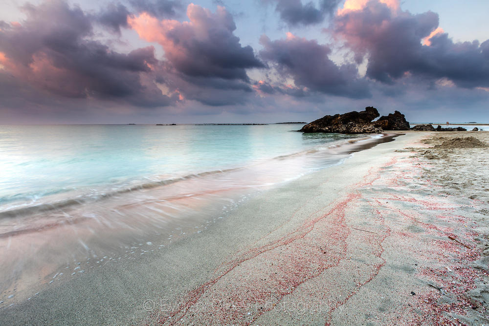 Плажът Елафониси на изгрев