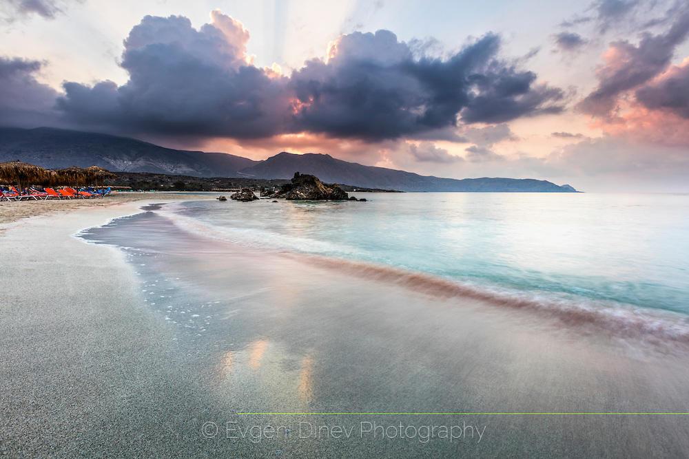 Розовият плаж Елафониси