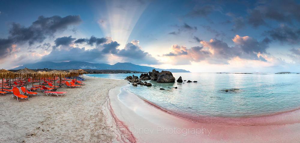 Розовата лагуна Елафониси на остров Крит