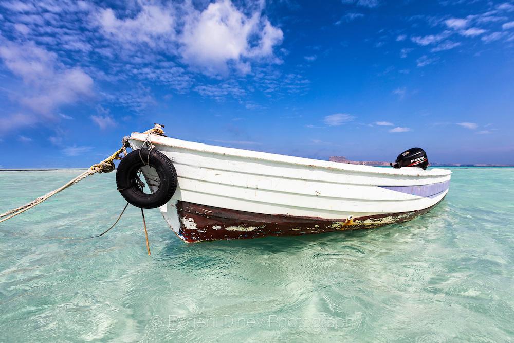 Лодка в лагуната