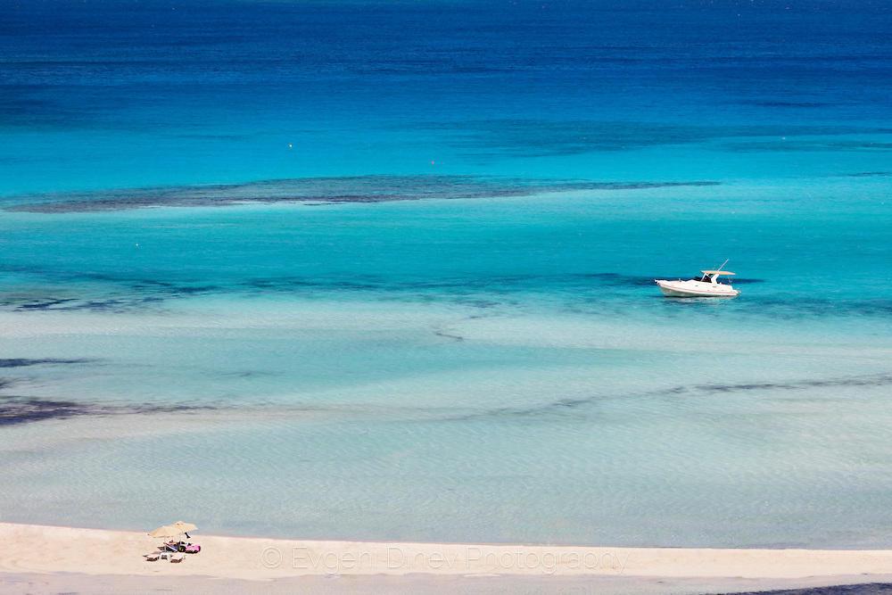 На плаж в синята лагуна