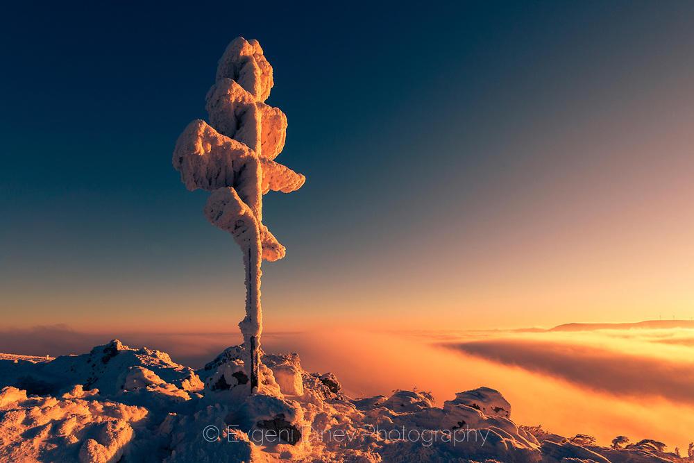 Снежен кръст