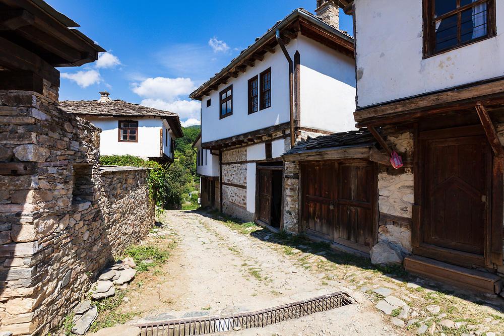 Възрожденски къщи в село Долен