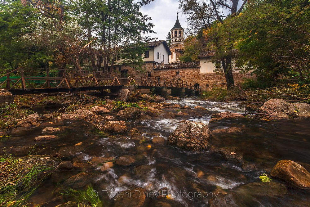 Дряновски манастир през есента