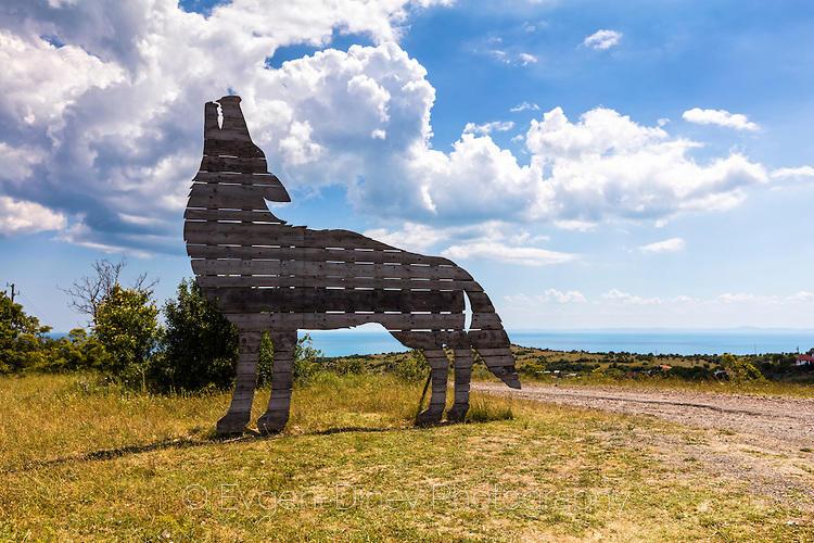 Фигура на вълк на входа на Емона