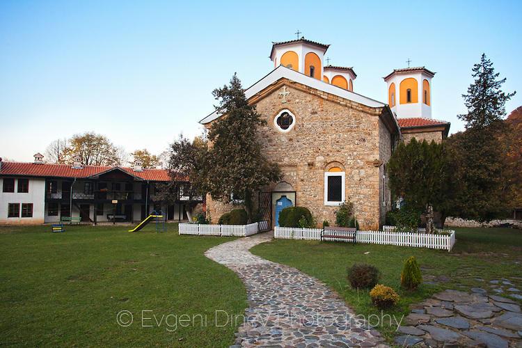 Етрополски манастир есента