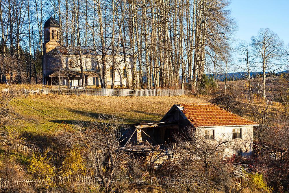 Църква над село Гела