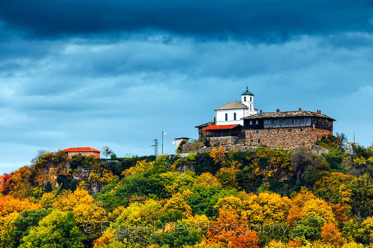 Манастир над цветна гора