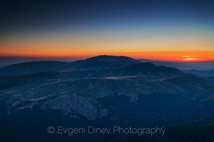 Гледка от Триглав към връх Ботев по залез