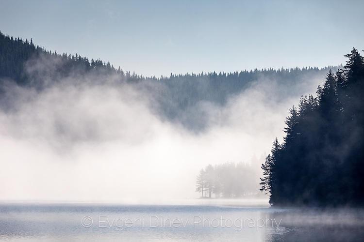 Утринна мъгла на язовир Голям Беглик