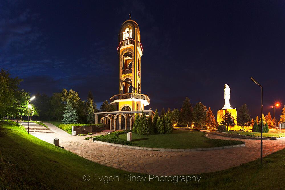 Камбанарията и Богородица