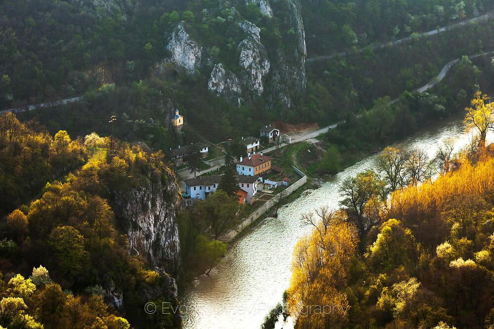 Над Черепишки манастир