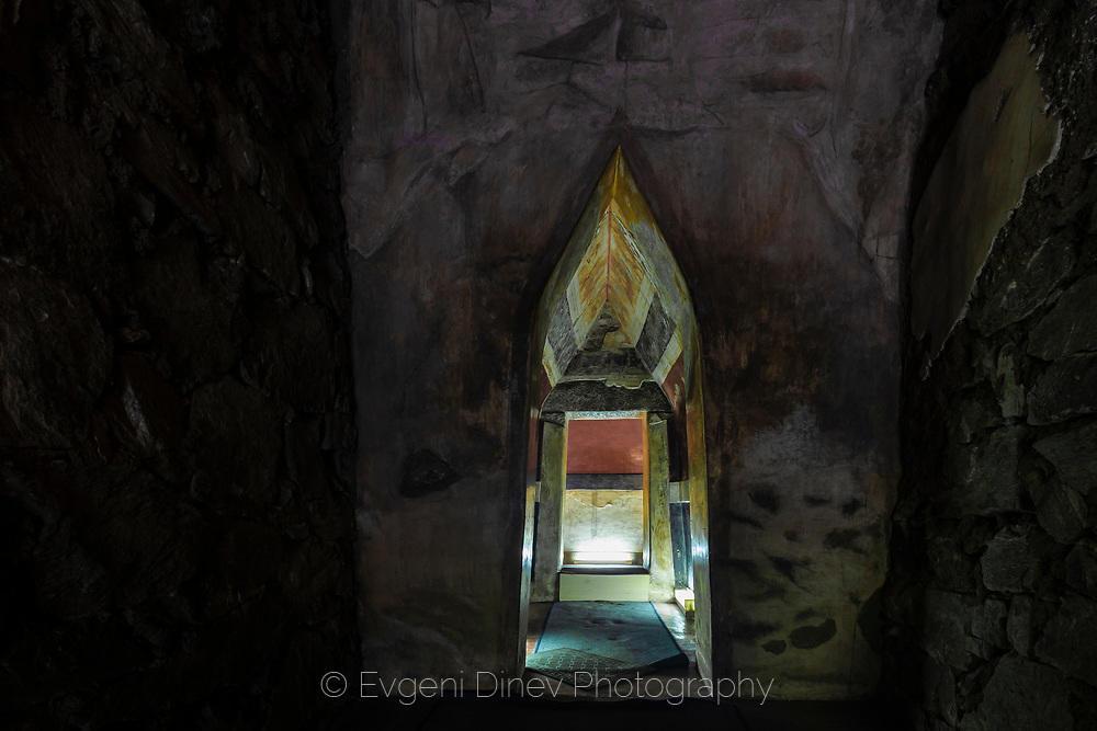 Вход на тракийската гробница в Казанлък