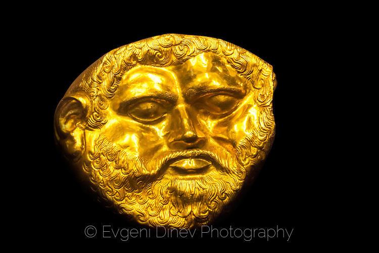 Златна тракийска маска
