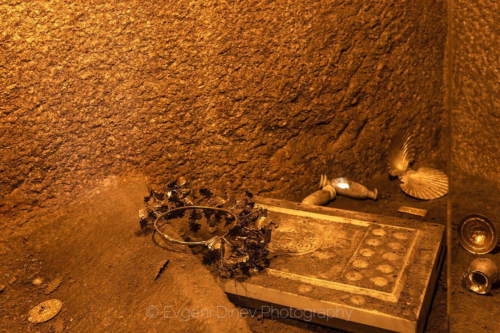 Вътрешното помещение на гробницата в Казанлък