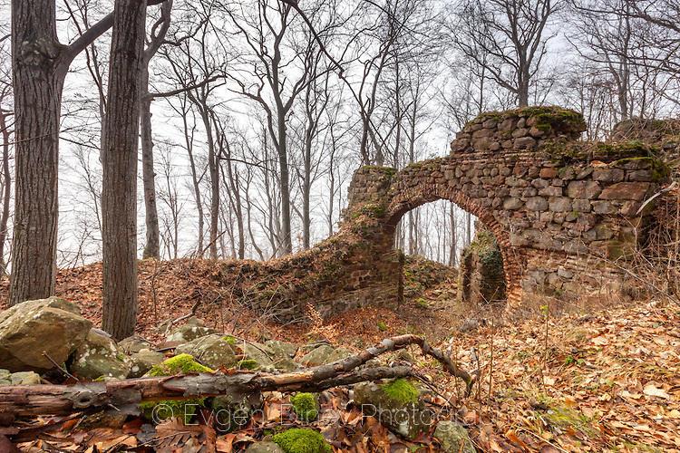 Древна византийска крепост в гъстия лес
