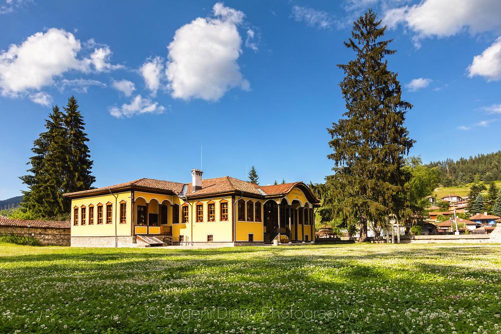Училище в Копривщица