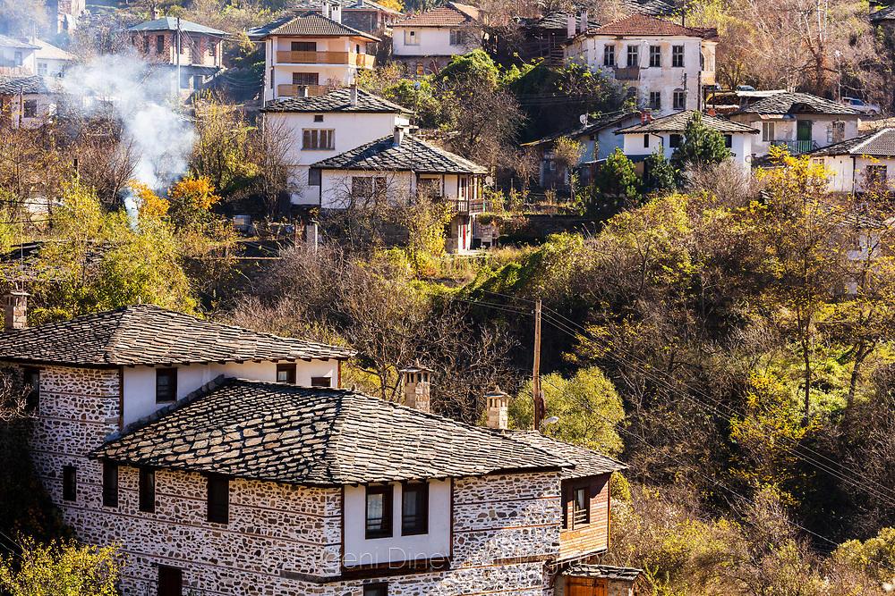 Къщи с каменни плочи в село Косово