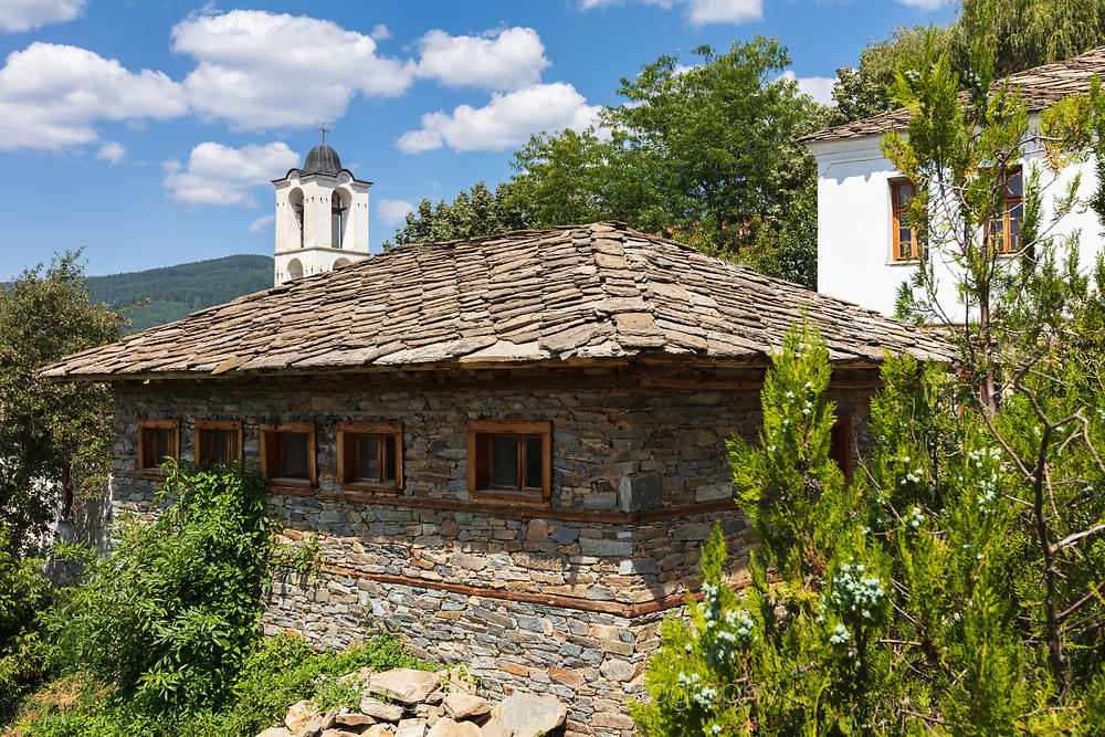 Стара къща и камбанария в Ковачевица