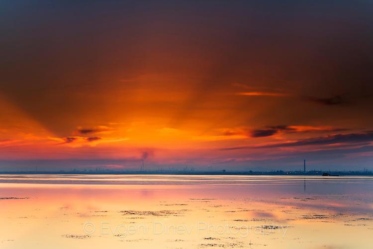 Бургаското езеро по залез