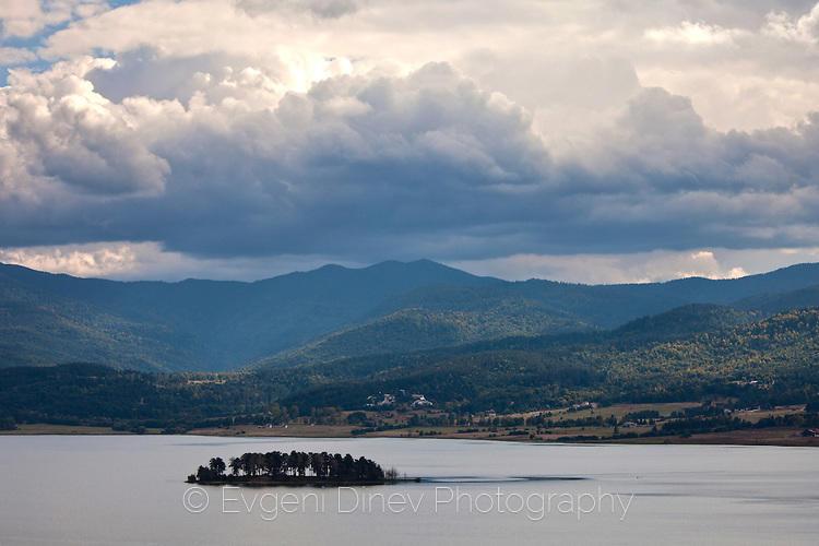 Островче в язовир Батак