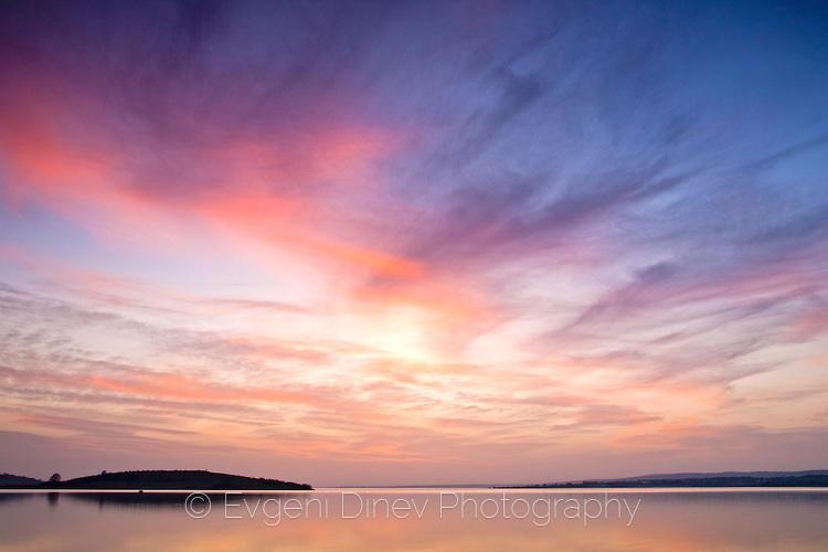 Февруарски залез на Мандренското езеро