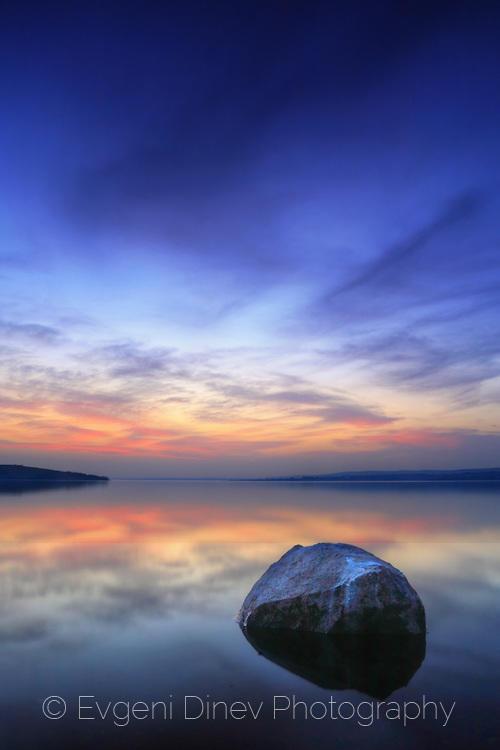 Камъкът и езерото