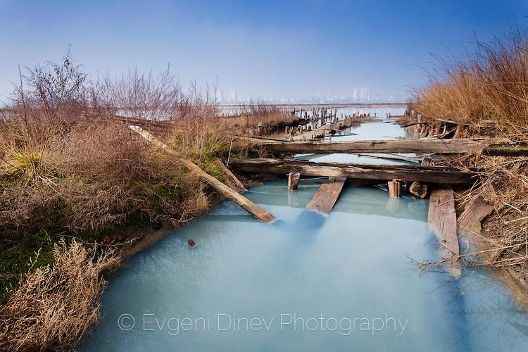 Каналите на Атанасовкото езеро