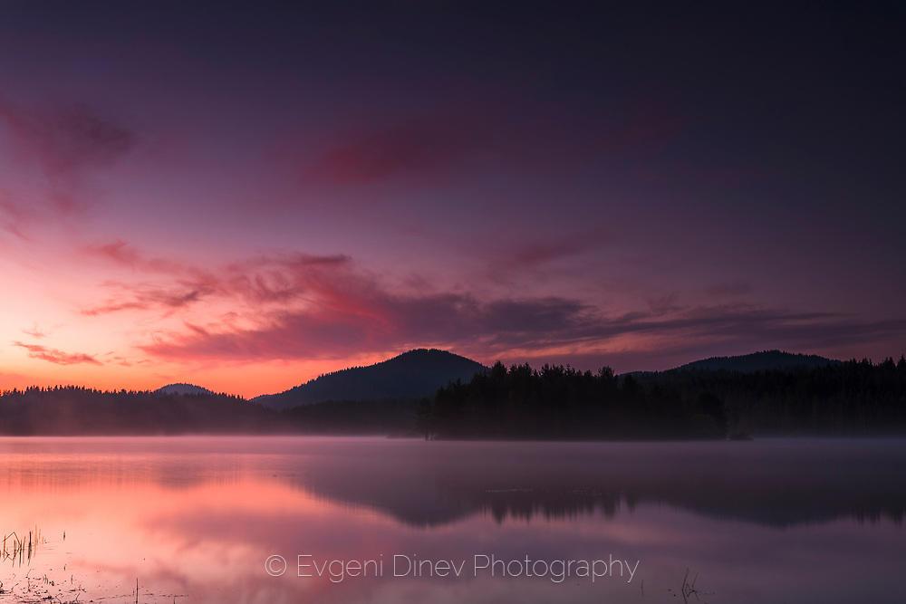 Спокойното езеро