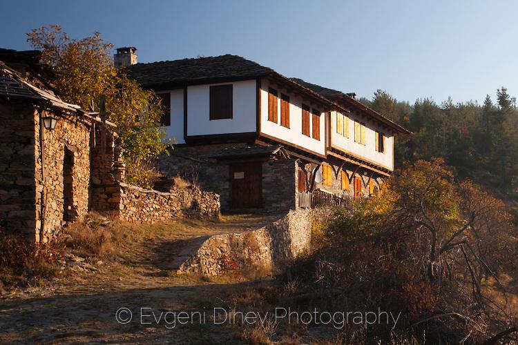 Стара къща в село Лещен