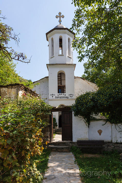 Църква в село Лещен