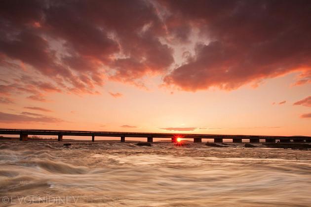 Слънце под моста
