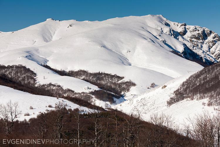 Връх Марагидик през зимата, гледан от юг