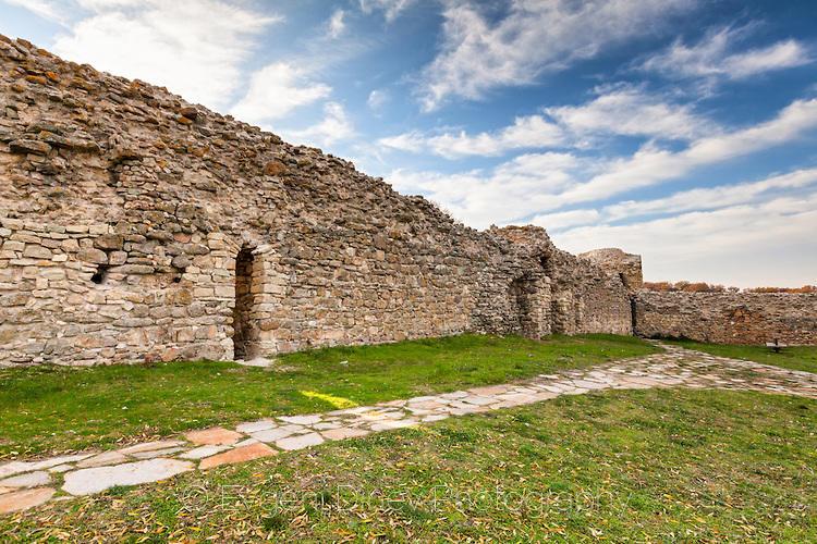 Вътрешен двор на крепост Мезек