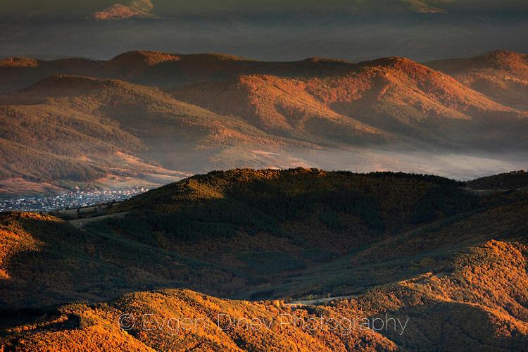Изглед към Дорково от Милеви скали