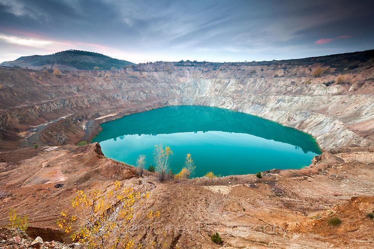 Отровно езеро