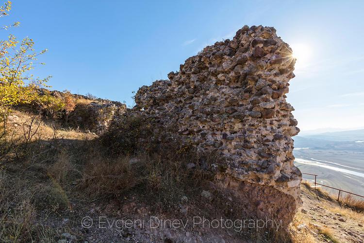 Крепостна стена на Моняк