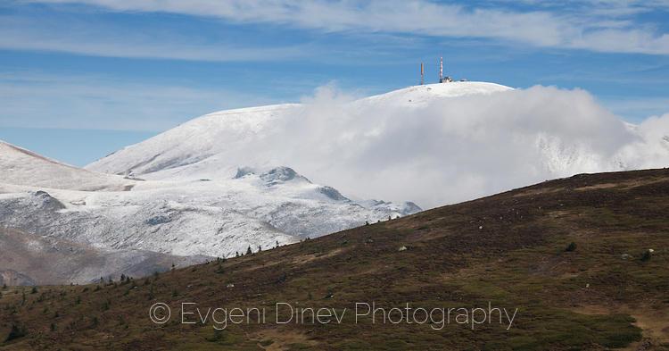 Октомврийски сняг на връх Ботев