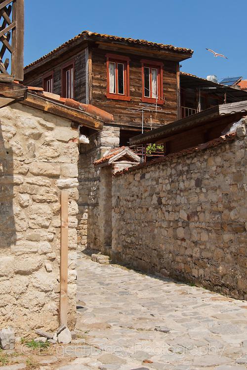Стари несебърски улици