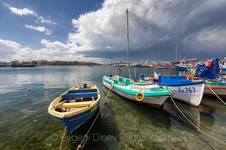 Несебърски лодки в тихия залив