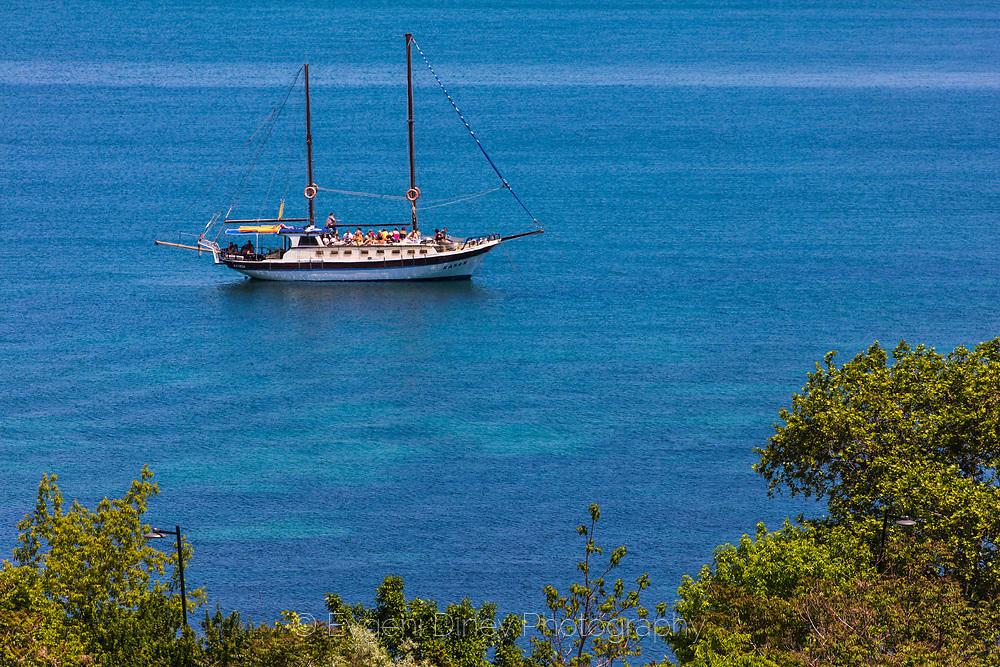 Кораб за разходки край Несебър