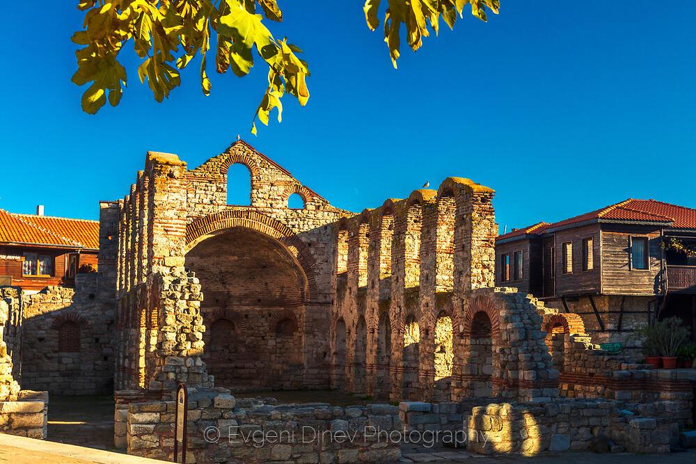 Базилика Света София в Несебър