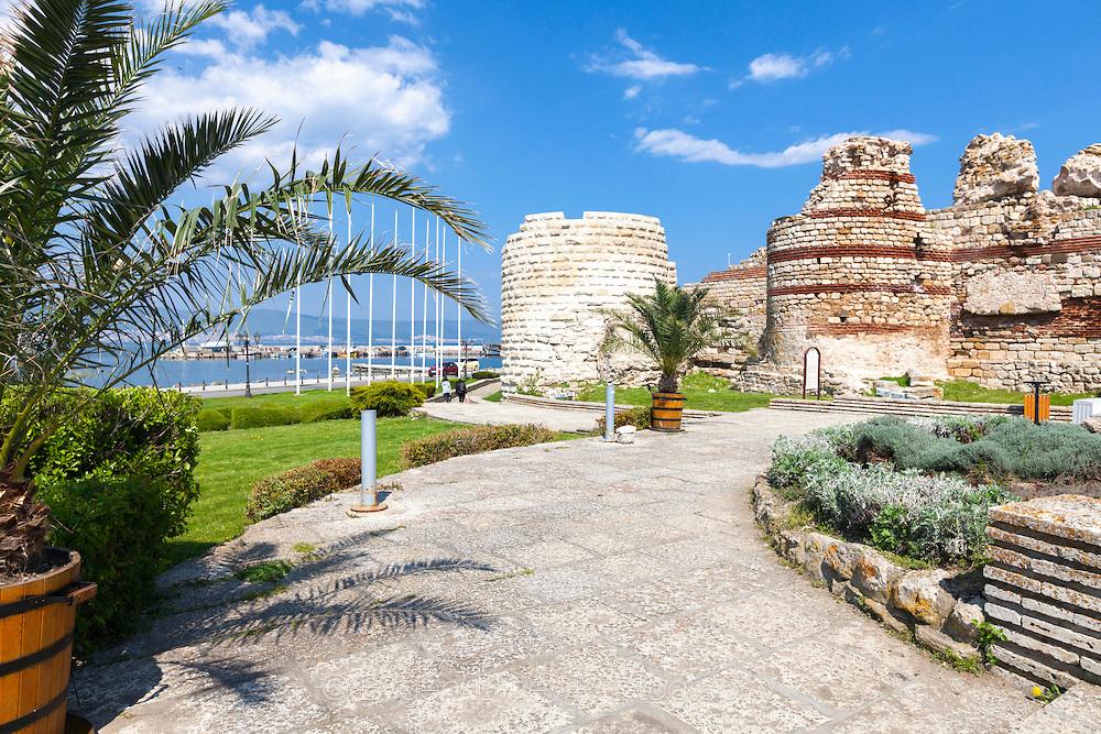 Крепостна стена в Несебър