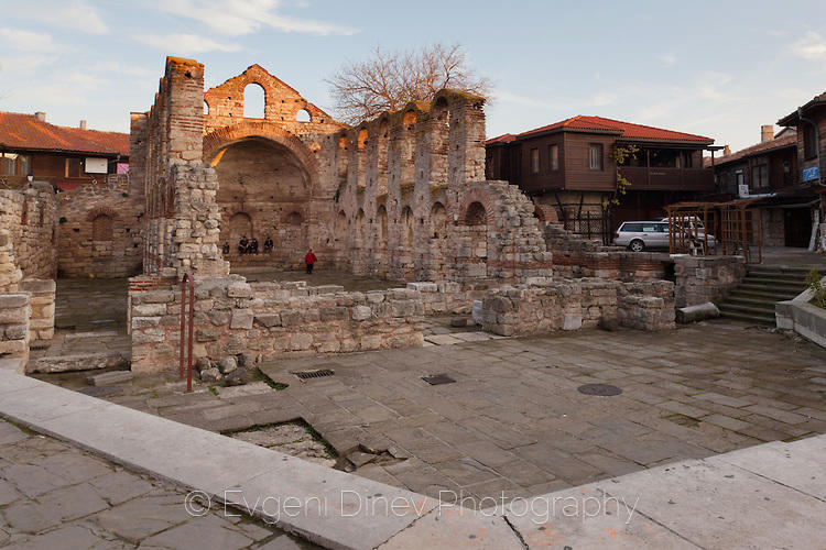 Базиликата Света София в Несебър