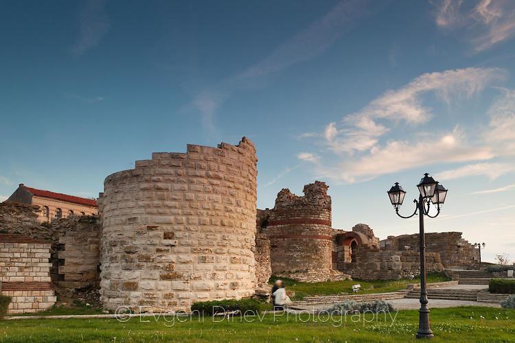 Крепостните кули на Месамбрия